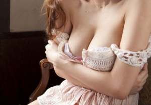 friday 9 300x210 - 【画像】流出写真からグラドル美人局Aの正体がバレた?