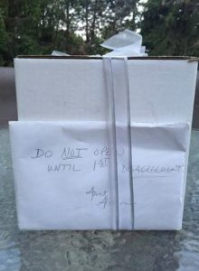 gift 1 850x1161 220x300 - Couple Waits To Open Wedding Gift For Years. When They Unwrap It, They Reveal Unchanging Truth