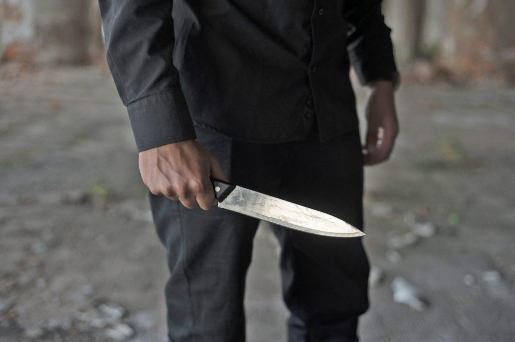 knife 1024x680 - 성폭행 증거 없애려 성기에 '락스' 들이부은 남성들