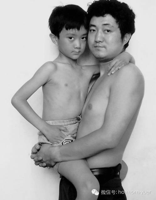 ntd father and son 1993 - 무려 '27년'간 매년 아들과 같은 사진을 찍은 아버지 (사진)