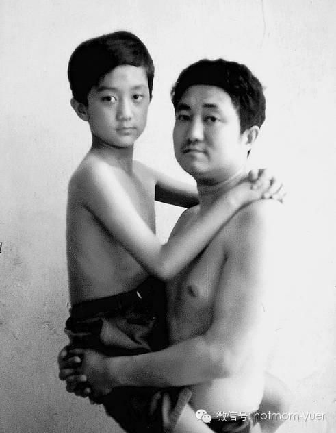 ntd father and son 1995 - 무려 '27년'간 매년 아들과 같은 사진을 찍은 아버지 (사진)