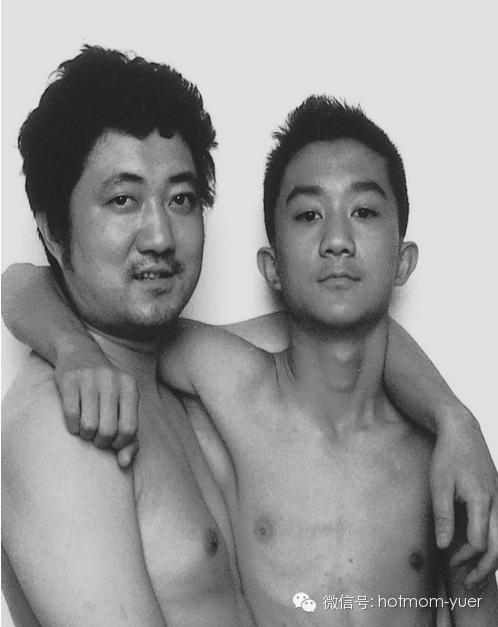 ntd father and son 1999 - 무려 '27년'간 매년 아들과 같은 사진을 찍은 아버지 (사진)
