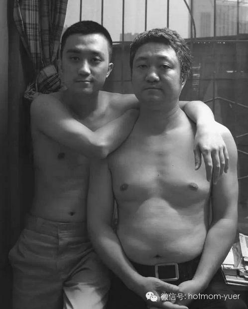 ntd father and son 2009 - 무려 '27년'간 매년 아들과 같은 사진을 찍은 아버지 (사진)