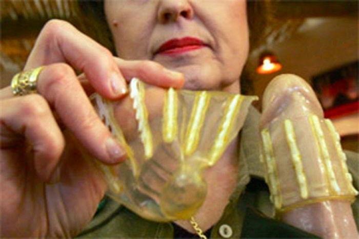 s 3 - 性暴行犯が性器を挿入したらフックが発射する「レイプ防止」女性コンドーム