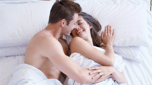 111122023853 couple bed story top - 행복한 섹스를 위해 절대 금지해야 할 8가지 행동