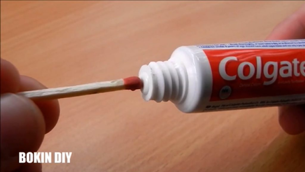 6-toothpaste-life-hacks-you-should-know-mp4_20170928_113935-952