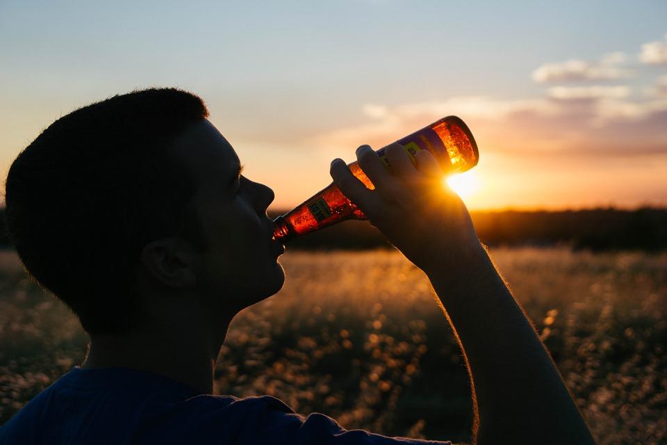 drinking 925288 960 720 - 조심! 당신의 '정자'를 위협하는 생활 속 '6가지' 행동