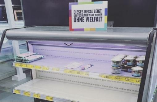 e5beb7e59c8be8b685e595861 - 為了讓大家正視「種族歧視」的嚴重性!德國超市把所有「國外商品」都下架了!