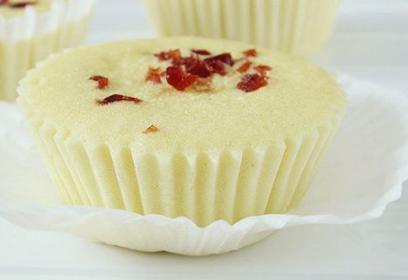 e89b8be7b3954 - 不用烤箱,只要雞蛋與麵粉,就能「蒸」出完美的杯子蛋糕!網友:「今晚就來試試!」