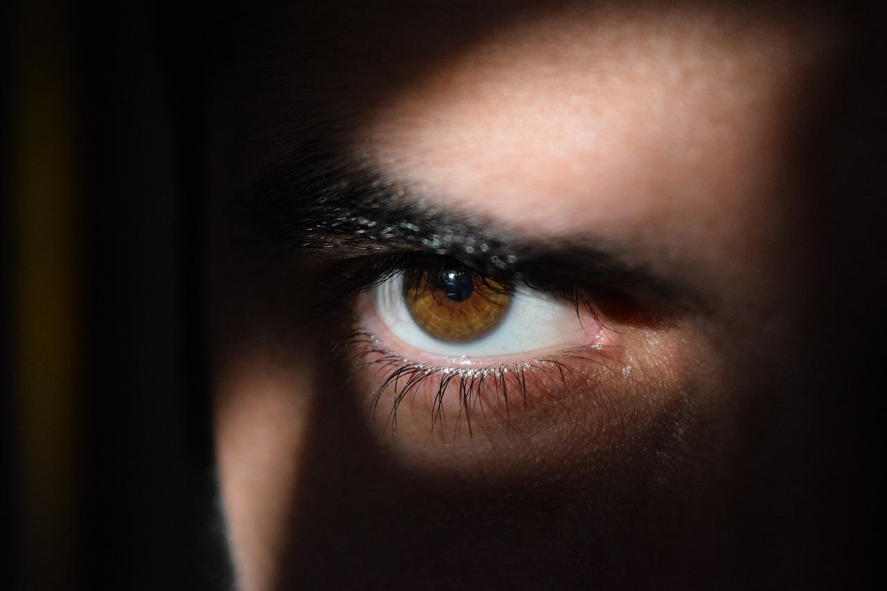 eye 2488227 1280 - あなたのセックスに新たな刺激を!ソフトSMおすすめプレー 10選