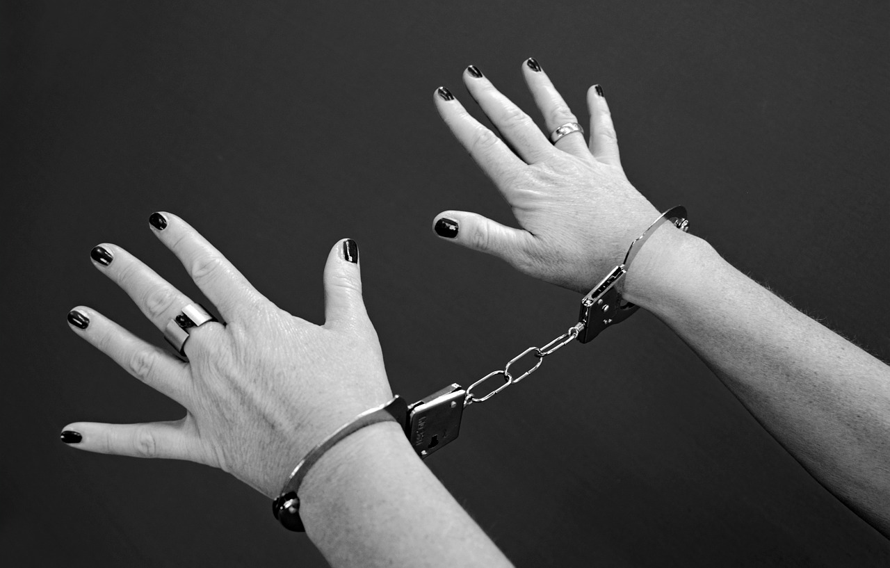 handcuffs 964522 1280 - あなたのセックスに新たな刺激を!ソフトSMおすすめプレー 10選