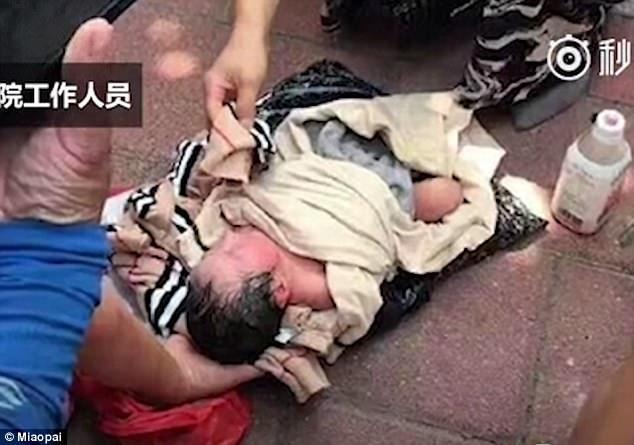 img 59b8887fc3161 - 荷物の中から子供の泣き声が…赤ちゃんを宅配荷物で送ろうとした母親