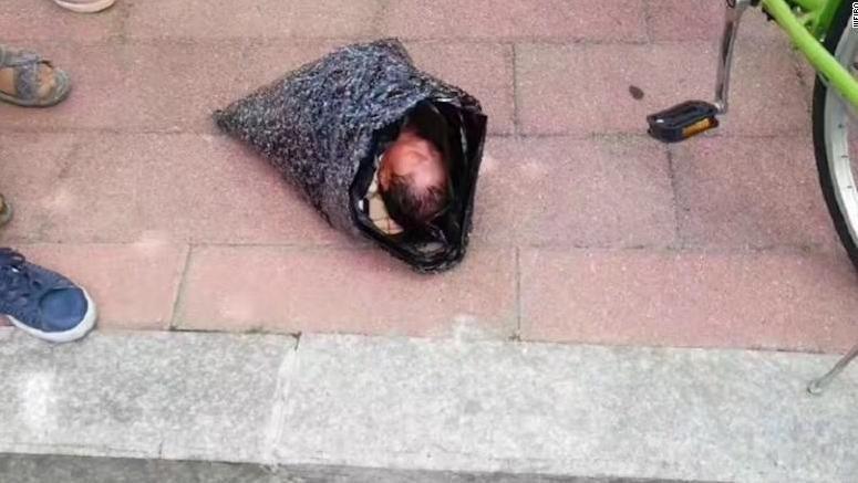 img 59b88cc27c41b - 荷物の中から子供の泣き声が…赤ちゃんを宅配荷物で送ろうとした母親