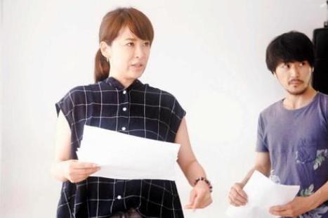 img 59b969b67cfb1 - 「演出舞台で2人の女優降板」 鈴木砂羽が土下座させたから!?