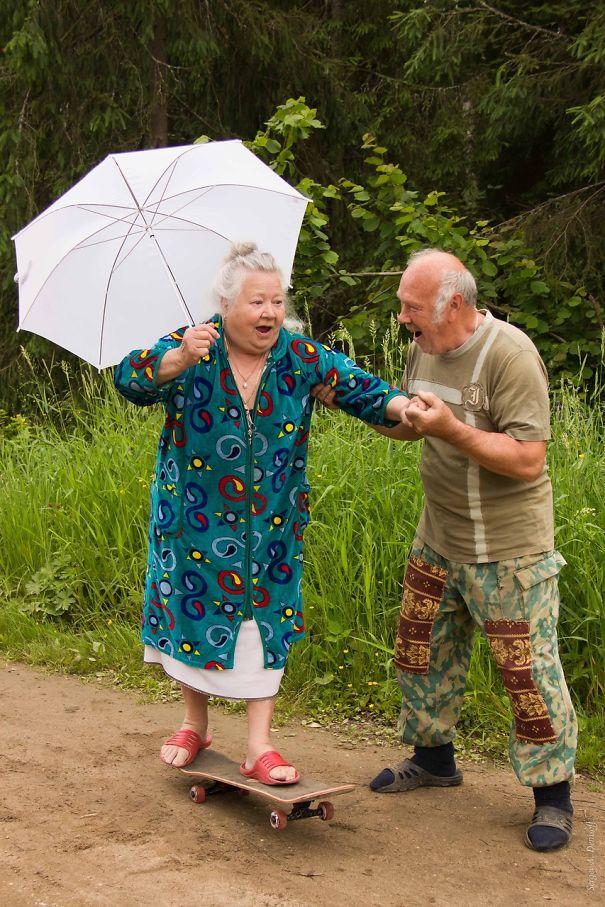 old couples having fun 19  605 - 서로를 향한 애정이 느껴지는 사랑스러운 '노부부'의 일상들