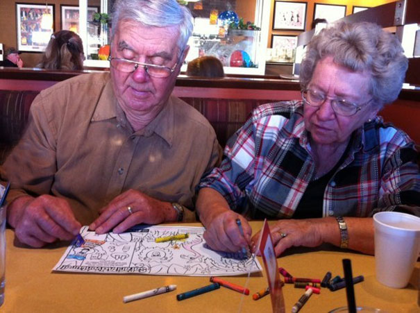 old couples having fun 4  605 - 서로를 향한 애정이 느껴지는 사랑스러운 '노부부'의 일상들