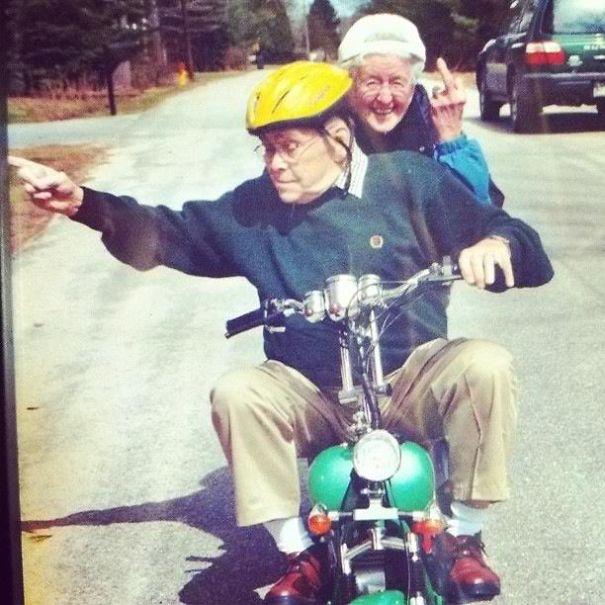 old couples having fun 6  605 - 서로를 향한 애정이 느껴지는 사랑스러운 '노부부'의 일상들