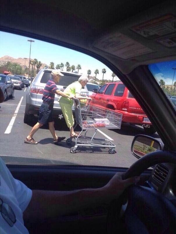 old couples having fun 8  605 - 서로를 향한 애정이 느껴지는 사랑스러운 '노부부'의 일상들