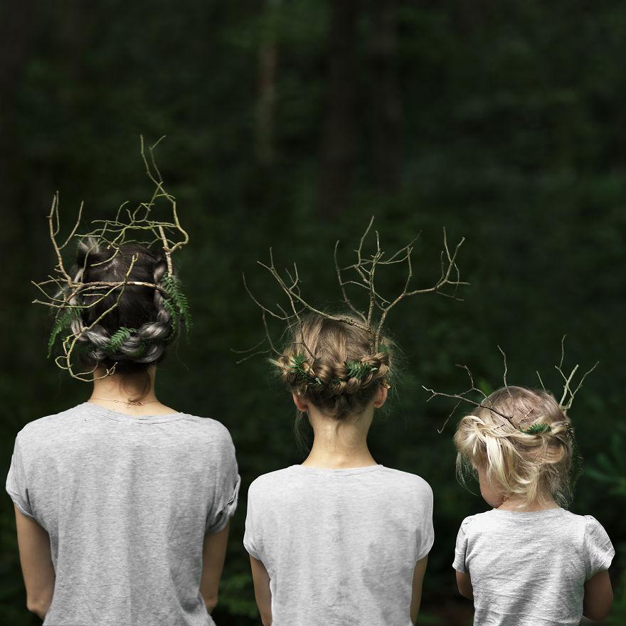 24 3 - Mãe e filhas se vestem com a mesma roupa e criam uma série de fotos divertidas