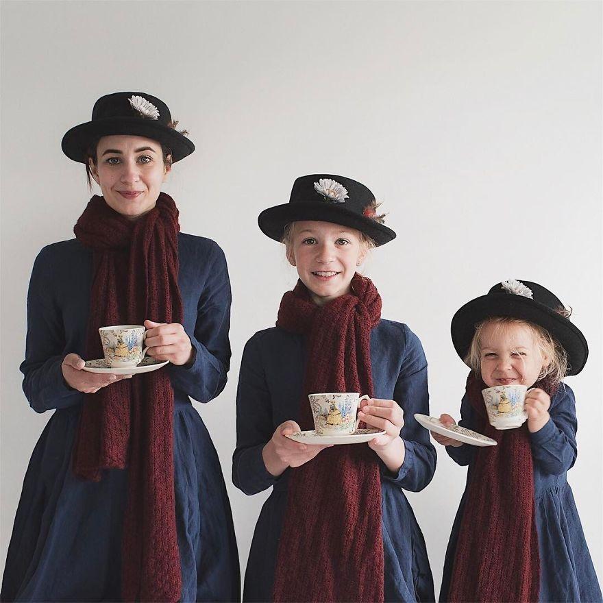 32 2 - Mãe e filhas se vestem com a mesma roupa e criam uma série de fotos divertidas