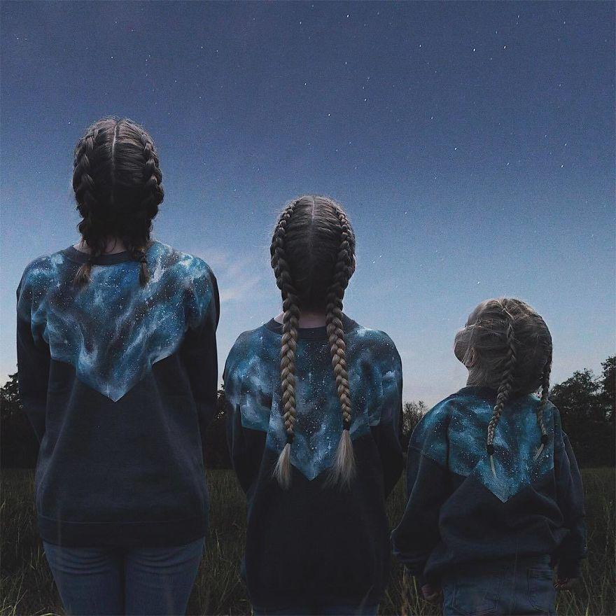 38 2 - Mãe e filhas se vestem com a mesma roupa e criam uma série de fotos divertidas