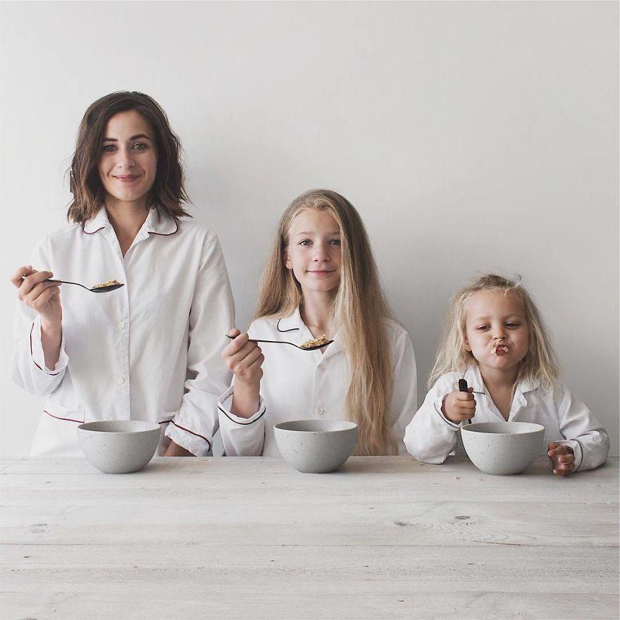 40 1 - Mãe e filhas se vestem com a mesma roupa e criam uma série de fotos divertidas