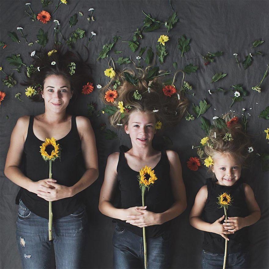 44 1 - Mãe e filhas se vestem com a mesma roupa e criam uma série de fotos divertidas