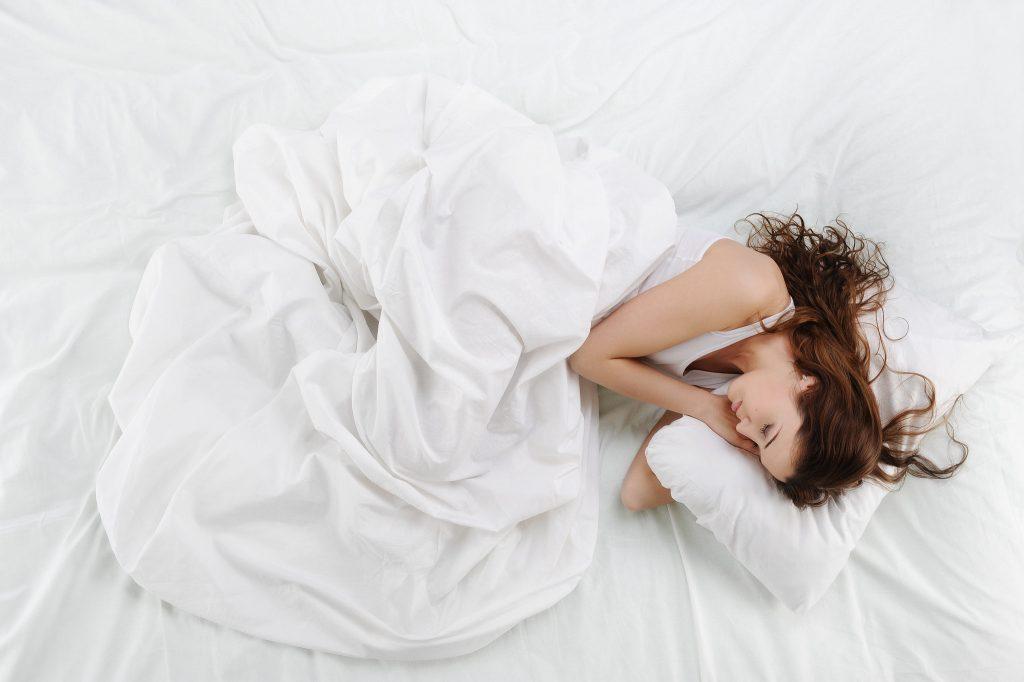 47cc84bc shutterstock 71402947 xxxlarge 2x 1024x682 - 당신의 건강에 도움을 주는 '잠자는 자세' 꿀팁 8가지