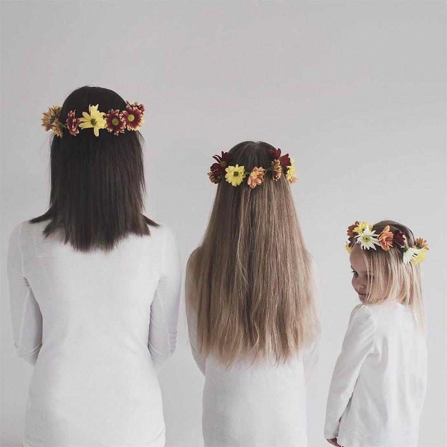 48 1 - Mãe e filhas se vestem com a mesma roupa e criam uma série de fotos divertidas