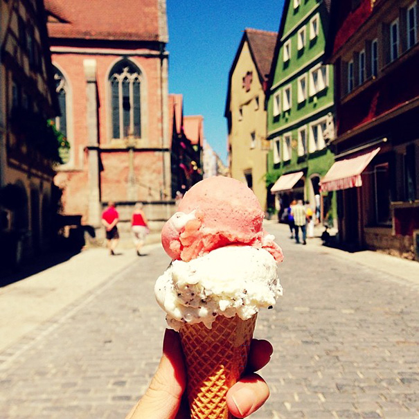 food around the world sweets travel girl eat world 12 572302586c6ce 605 - 전세계를 여행하며 다양한 '길거리 음식'을 소개하는 소녀 (사진 40장)