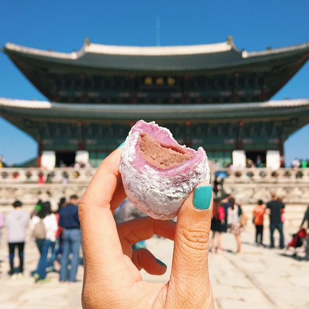 food around the world sweets travel girl eat world 22 5723026fb8878 605 - 전세계를 여행하며 다양한 '길거리 음식'을 소개하는 소녀 (사진 40장)
