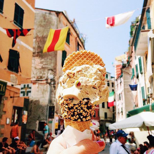 food around the world sweets travel girl eat world 27 5723027d6d68a 605 - 전세계를 여행하며 다양한 '길거리 음식'을 소개하는 소녀 (사진 40장)