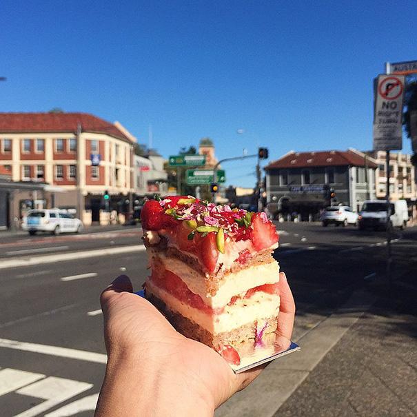 food around the world sweets travel girl eat world 44 572301f87f862 605 - 전세계를 여행하며 다양한 '길거리 음식'을 소개하는 소녀 (사진 40장)