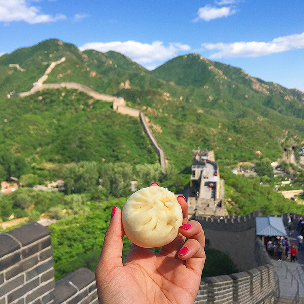 food around the world sweets travel girl eat world 57 5723021cbd52e 605 - 전세계를 여행하며 다양한 '길거리 음식'을 소개하는 소녀 (사진 40장)