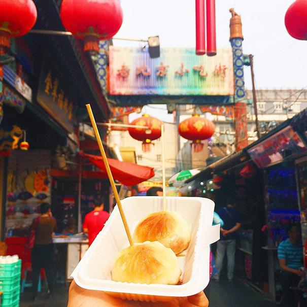 food around the world sweets travel girl eat world 61 57230228df4d6 605 - 전세계를 여행하며 다양한 '길거리 음식'을 소개하는 소녀 (사진 40장)