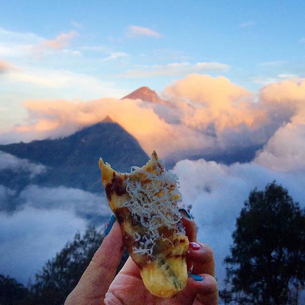 food around the world sweets travel girl eat world 66 57230239b4d9b 605 - 전세계를 여행하며 다양한 '길거리 음식'을 소개하는 소녀 (사진 40장)