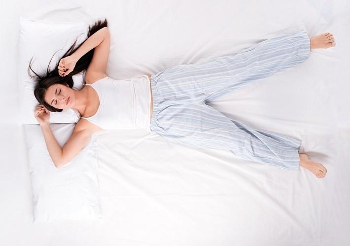 sleeping positions starfish - 당신의 건강에 도움을 주는 '잠자는 자세' 꿀팁 8가지