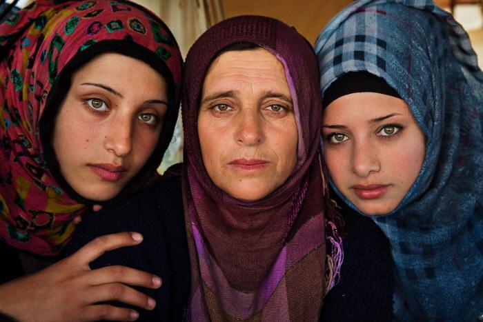 11 35 - 60개국을 여행하며 렌즈에 담은 각국의 아름다운 여성들 (사진 37장)