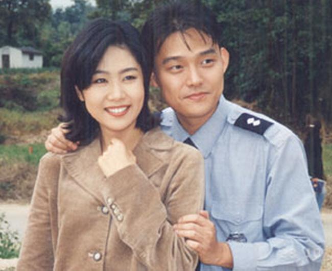 """11 54 - """"일과 사랑을 동시에"""" 작품에서 만나 결혼한 17쌍의 스타 커플"""