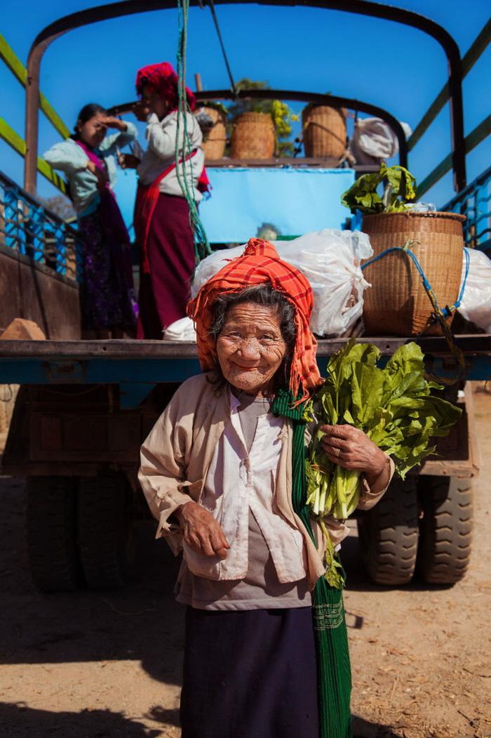 12 29 - 60개국을 여행하며 렌즈에 담은 각국의 아름다운 여성들 (사진 37장)