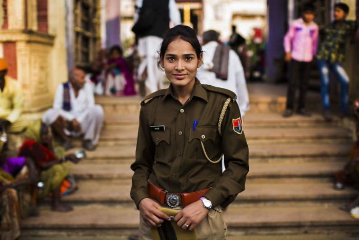 15 15 - 60개국을 여행하며 렌즈에 담은 각국의 아름다운 여성들 (사진 37장)