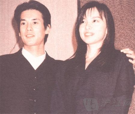 2 649 - 唐沢寿明と山口智子のラブラブっぷりが微笑ましいと話題に!