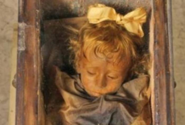 3 406 - 100년 전 잠들었던 아이가 갑자기 눈을 깜빡였다 (사진 4장)