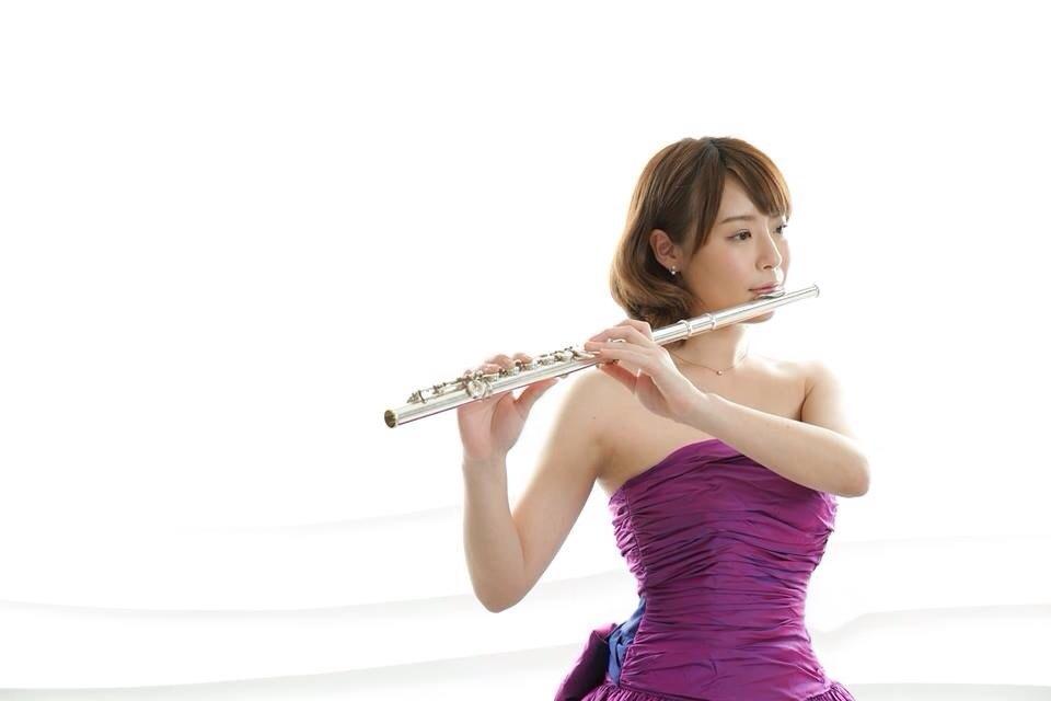 週刊誌によると、木村心美さんは将来的にフルート奏者になることを夢見ているそうです。インターナショナルスクールに通っていたことから、日本語だけでなく英語と