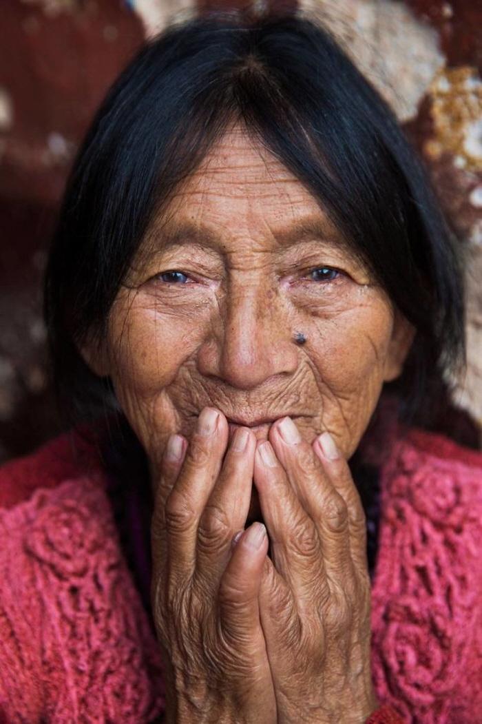 9 48 - 60개국을 여행하며 렌즈에 담은 각국의 아름다운 여성들 (사진 37장)