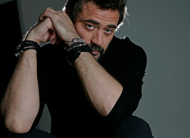 Jeffrey Dean Morgan poses for a portrait in his home in Studio City on March 2, 2009. Morgan a actor from Greys Anatomy fame is now starring in Watchmen wit a far more brutal character. (Photo by Anne Cusack/Los Angeles Times via Getty Images)