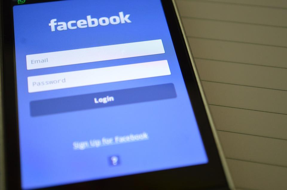 facebook 390860 960 720 - 당신이 몰랐던 '페이스북'에 대한 소름끼치는 10가지 사실들