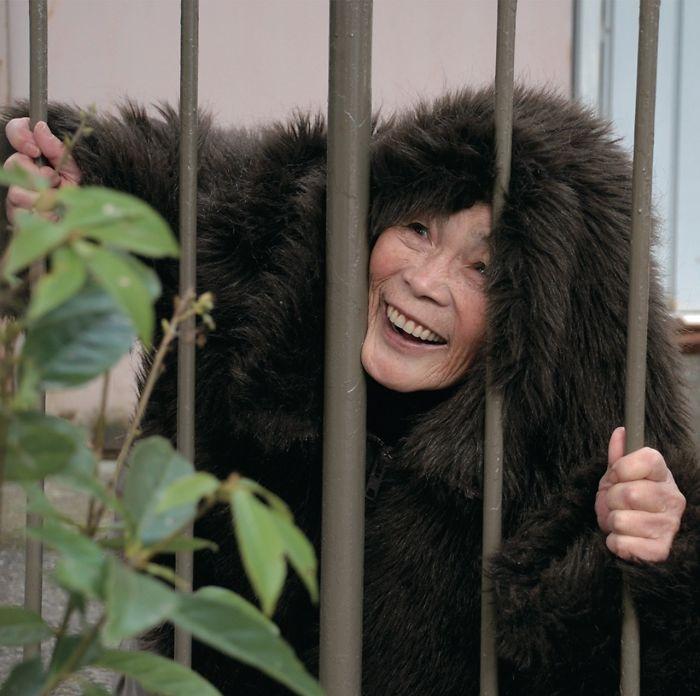 funny self portraits kimiko nishimoto 89 year old 16 5a0a9df694c1e  700 - 89세 할머니가 사진을 배운 후 '직접' 찍은 유쾌한 사진들(+13)