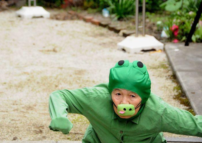 funny self portraits kimiko nishimoto 89 year old 9 5a0a9e1020b36  700 - 89세 할머니가 사진을 배운 후 '직접' 찍은 유쾌한 사진들(+13)