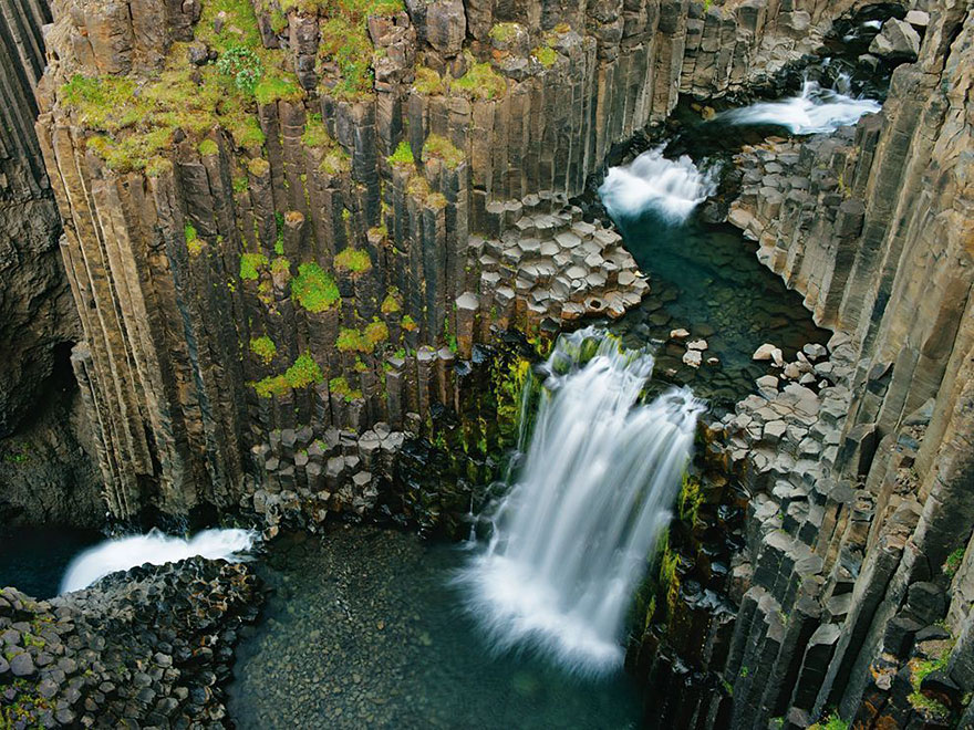 iceland nature travel photography 36 5863c3b6856d3  880 - 15 Photos Of Iceland That Will Make You Astonish